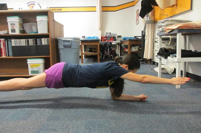front-plank-arm-lift