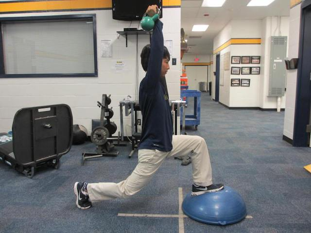 BOSU-forward-lunge-press